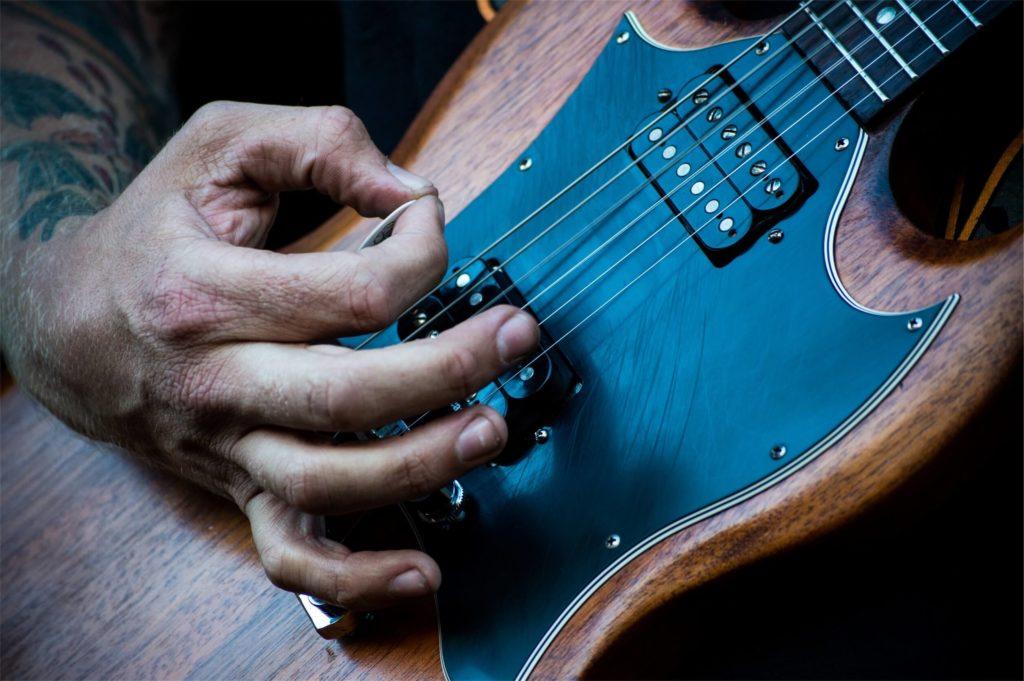 E-Gitarre mit Plektrum